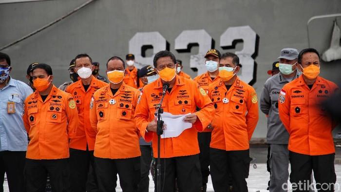 Basarnas mengumumkan proses pencarian dan evakuasi Sriwijaya Air SJ182 diperpanjang. Proses pencarian dan evakuasi diperpanjang 3 hari hingga Kamis.