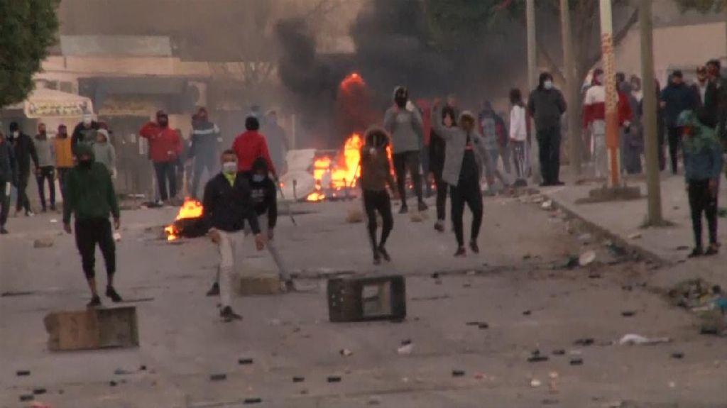 Warga Demo Terus, PM Tunisia Maklum