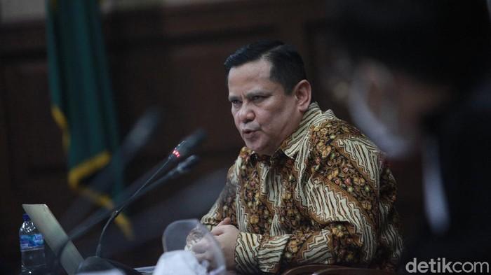 Ketua majelis hakim, M Damis memimpin sidang lanjutan perkara korupsi penghapusan red notice Interpol dengan terdakwa Irjen Napoleon Bonaparte di Pengadilan Tipikor pada  PN Jakarta Pusat, Jalan Bungur Besar Raya, Jakpus, Senin (18/1/2020).