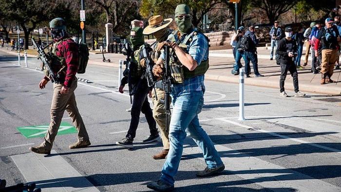 Jelang pelantikan Biden: AS kerahkan 25.000 tentara amankan Washington, sejumlah kelompok gelar protes dengan membawa senjata api
