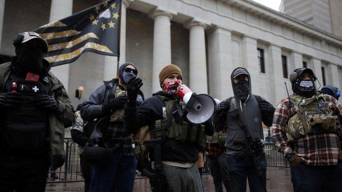 Jelang pelantikan Biden: Membawa senjata api, sejumlah kelompok gelar protes di gedung-gedung DPRD AS
