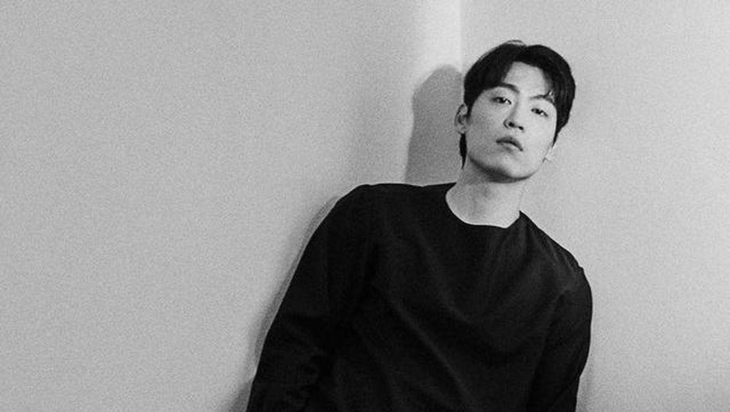 Penyanyi Korea John Park Positif COVID-19
