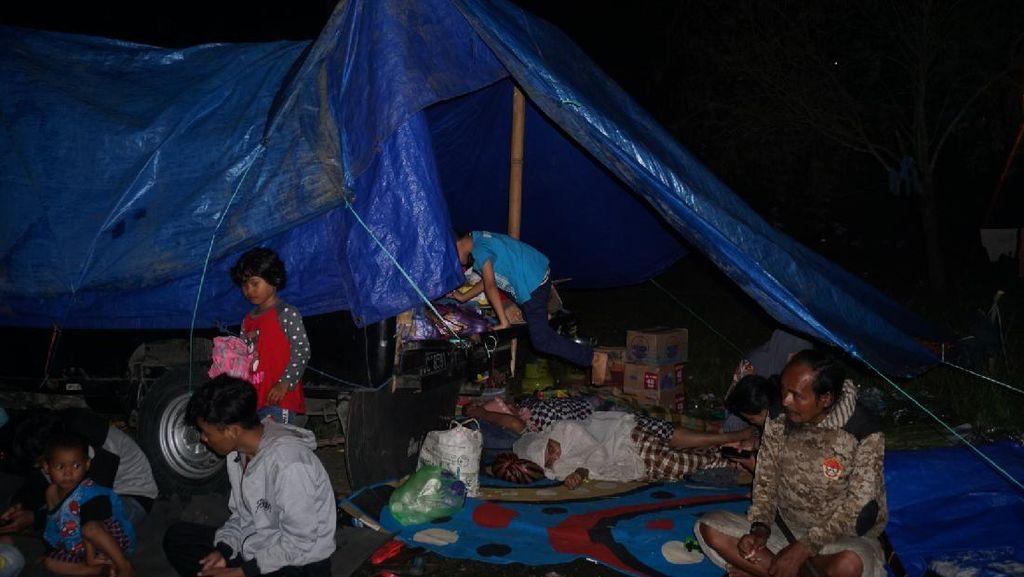 Anak-anak Pengungsi Gempa Bumi Sulbar Dibayangi Trauma