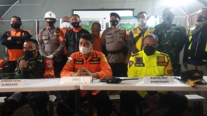 Konferensi pers ditutupnya operasi SAR longsor Cimanggung Sumedang