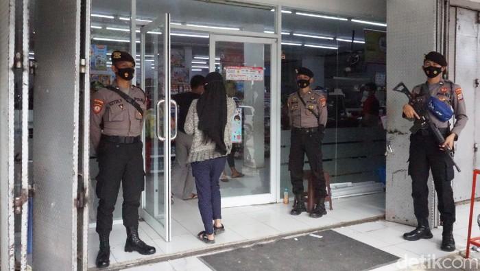 Minimarket di Mamuju mulai kembali beroperasi (Hermawan/detikcom).