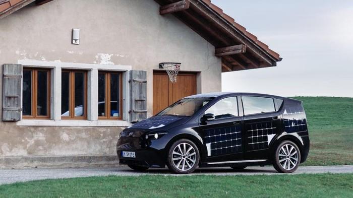 Mobil listrik dengan lapisan panel surya ini siap diproduksi masal.