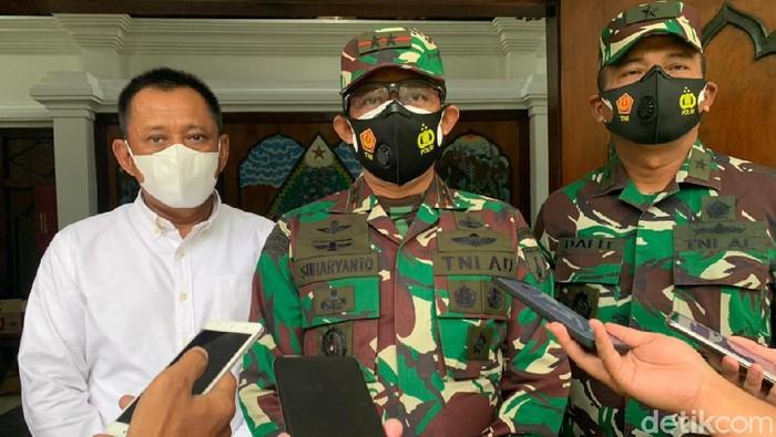 Pangdam V Brawijaya Mayjen TNI Suharyanto dan Sekdaprov Jatim, Heru Tjahjono