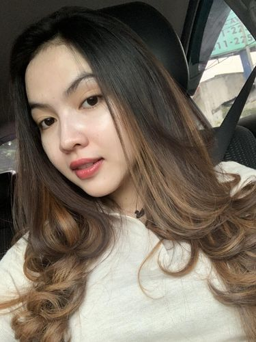 Pemilik online shop @azloe.id, Vivi Ratu Andaresta.