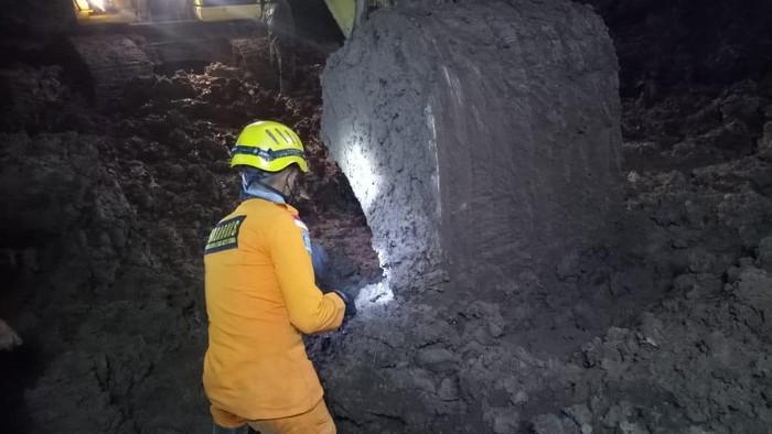 Pencarian korban longsor Cimanggung Sumedang