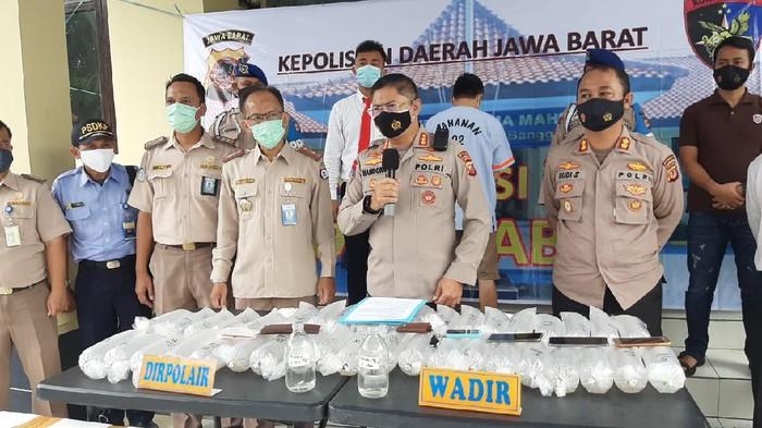 Polda Jabar membongkar penyelundupan benur asal Sukabumi