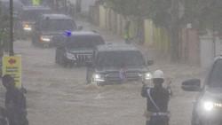 Mobil Jokowi Terobos Banjir di Kalimantan, Aman Nggak?