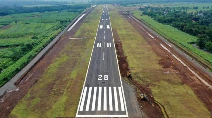 Progres pembangunan Bandara Jenderal Besar (JB) Soedirman di Wirasaba Purbalingga Jawa Tengah Per 10 Januari 2021 baru mencapai 83,8350%.