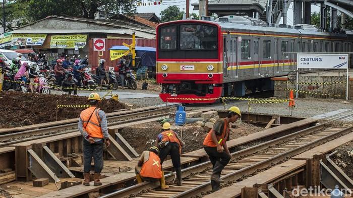 Proyek pembangunan Underpass Stasiun Cibitung terus dikebut, Senin (18/1/2021). Proyek tersebut ditargetkan rampung pada akhir 2021.