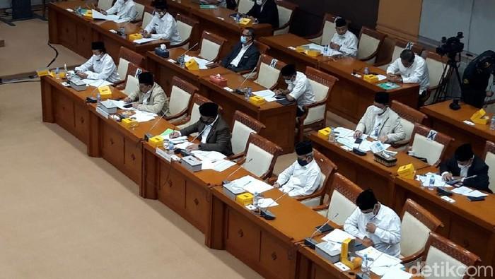 Rapat Menag Bareng Komisi VIII DPR