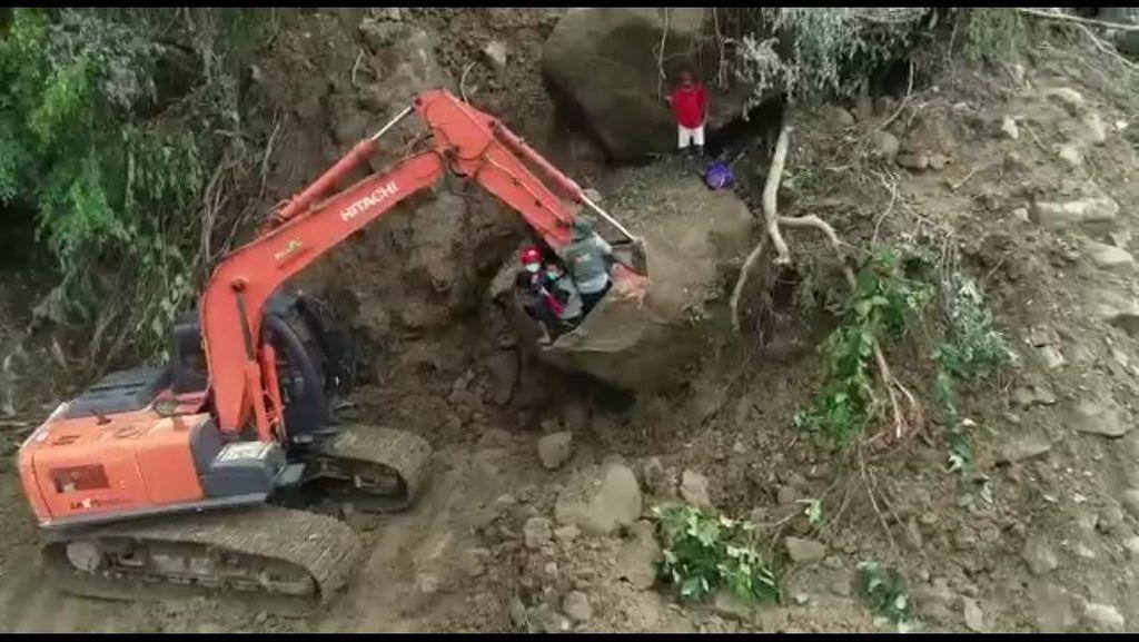 6 Desa Terisolasi Akibat Gempa Majene, Relawan Susuri Hutan Bawa Bantuan
