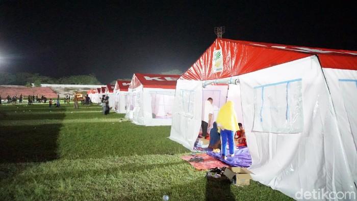 Suasana pengungsian korban gempa di Mamuju