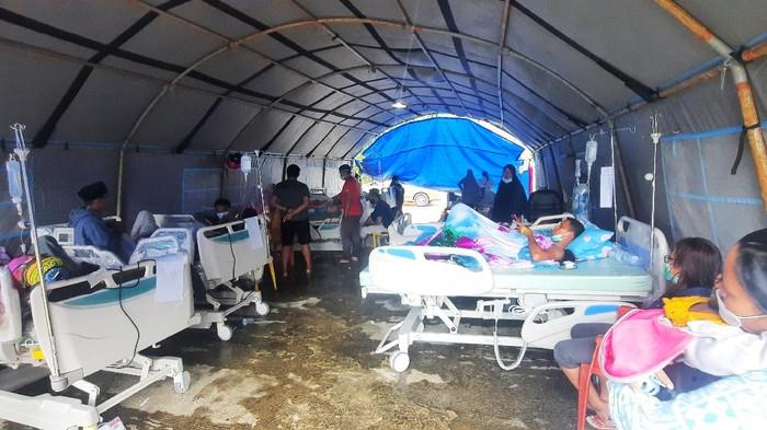 Tenda RSD Sulbar Tempat Merawat Korban Gempa Mamuju