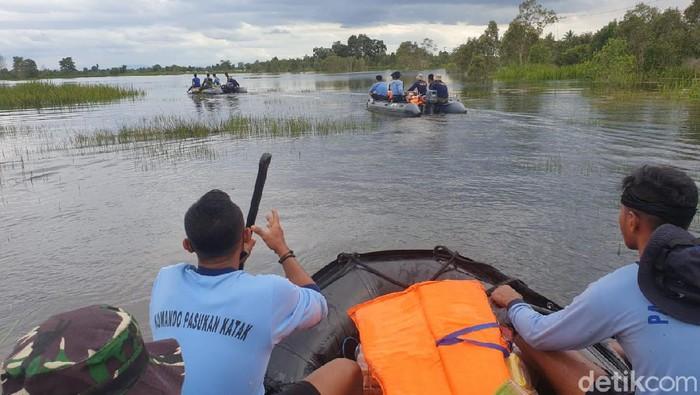Foto udara kondisi Desa Alat pascabanjir bandang di Kabupaten Hulu Sungai Tengah, Kalimantan Selatan, Rabu (20/1/2021). Banjir bandang yang terjadi pada Rabu (13/1) malam tersebut mengakibatkan sejumlah fasilitas umum dan jalan rusak parah serta sembilan orang dinyatakan meninggal dunia dan enam orang lainnya hilang. ANTARA FOTO/Muhammad Nova/Bay/wsj.