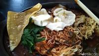 W.H.O : Mie Ayam Hotplate yang Hangat Pedas Sampai Suapan Terakhir