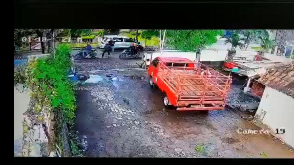 Aksi Perampokan Rp 561 Juta Terekam CCTV, Saksi: Terdengar Tembakan