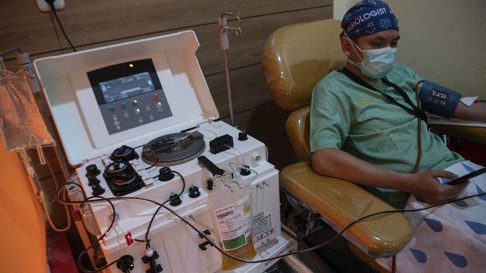 Terapi plasma konvalesen menjadi salah satu metode penyembuhan pasien COVID-19. Seperti apa cara kerja terapi plasma konvalesen ini?