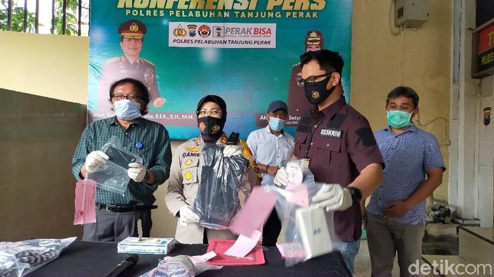 Polisi meringkus dua orang yang membegal Prof Dr Ir Udisubakti Ciptomulyono, MEngSc. Korban merupakan guru besar di Manajemen Bisnis dan Teknik Industri Institut Teknologi Sepuluh November (ITS), Surabaya.