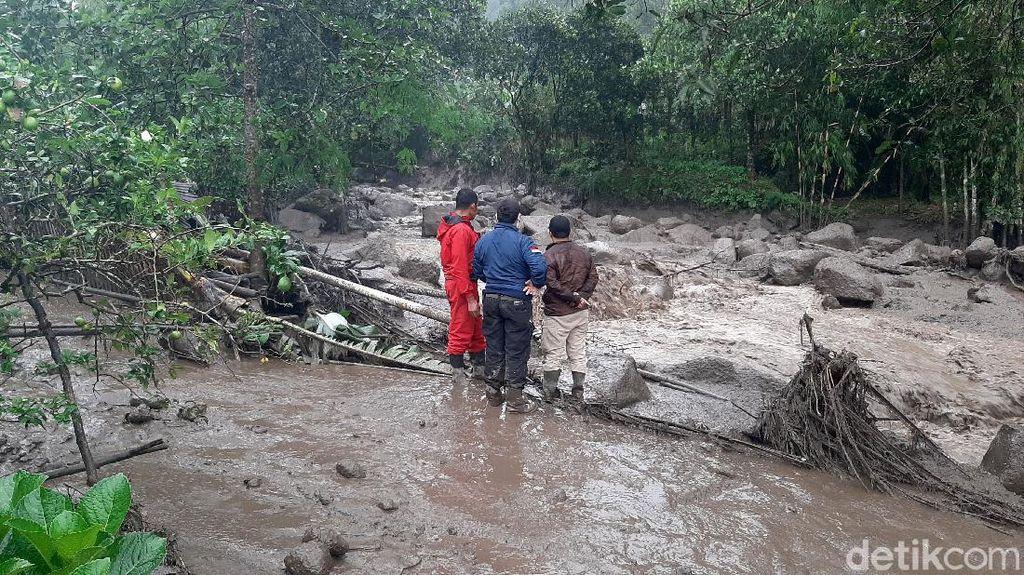Detik-detik Dahsyatnya Banjir Bandang Terjang Gunung Mas Puncak