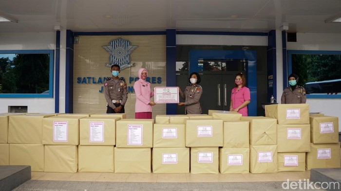 Bhayangkari Jombang Salurkan Ratusan Paket Bantuan untuk Korban Gempa dan Banjir