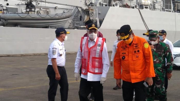 Menhub Budi Karya Sumadi cek kesiapan JICT II yang akan didatangi Presiden Jokowi besok.