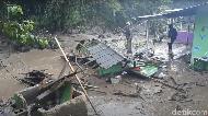 Hujan Deras! Pengungsi Banjir Bandang di Puncak Khawatir
