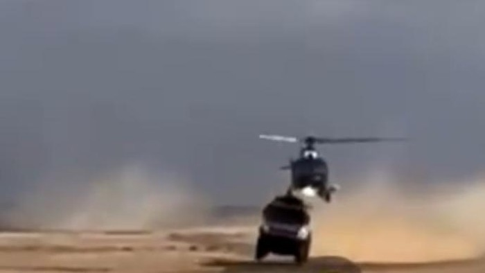 Helikopter senggol truk