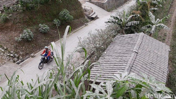 Badan Penanggulangan Bencana Daerah (BPBD) Boyolali mencatat setidaknya ada tiga kecamatan yang terpantau terjadi hujan abu dampak erupsi Gunung Merapi dini hari tadi.