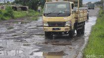 Pengendara Keluhkan Jalan Arteri Porong Sidoarjo yang Rusak Parah