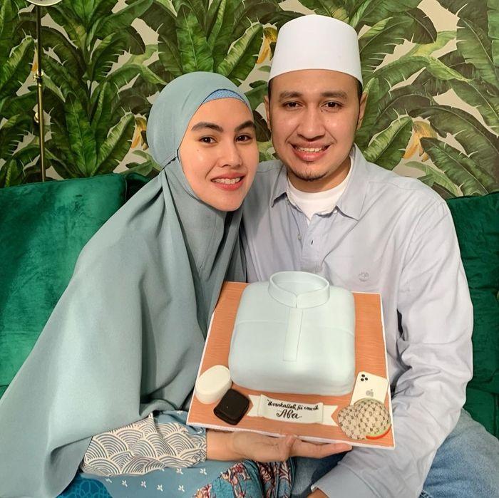 Kompaknya Kartika Putri dan Habib Usman bin Yahya Saat Ngerujak Bareng