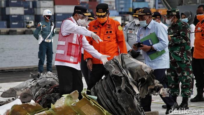 Menhub Budi Karya Sumadi mendatangi JICT, Jakarta. Kedatangannya untuk meninjau perkembangan pencarian-evakuasi korban dan material pesawat Sriwijaya Air SJ182.