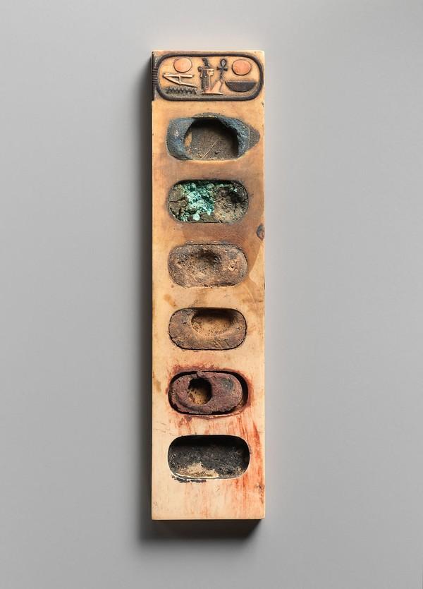 Ini adalah salah satu koleksi yang dimiliki Museum Met di Inggris.