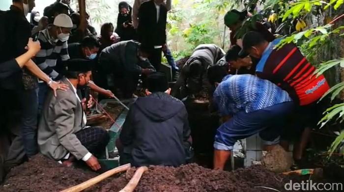 Pemakaman Oke Dhurotul Jannah, pramugari Sriwijaya Air.
