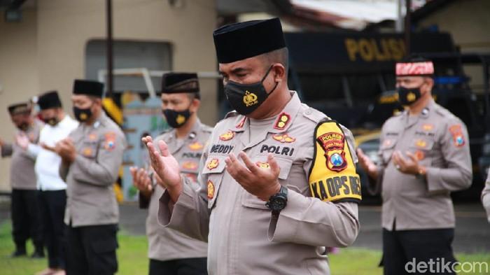 Polisi Mojokerto Kirim Bantuan dan Salat Gaib untuk Korban Bencana