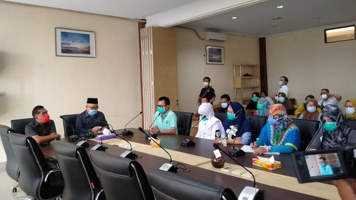 Sejumlah tenaga kesehatan mendatangi DPRD Bengkulu mengeluhkan soal insentif (Hery-detikcom)