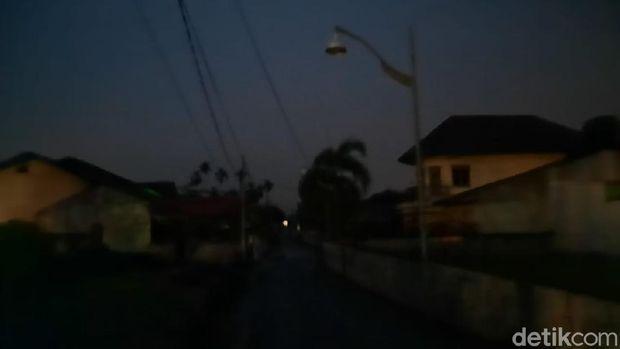 Suasana di Medan, aliran listrik sudah padam 3 jam lebih (Haris Fadhil/detikcom)