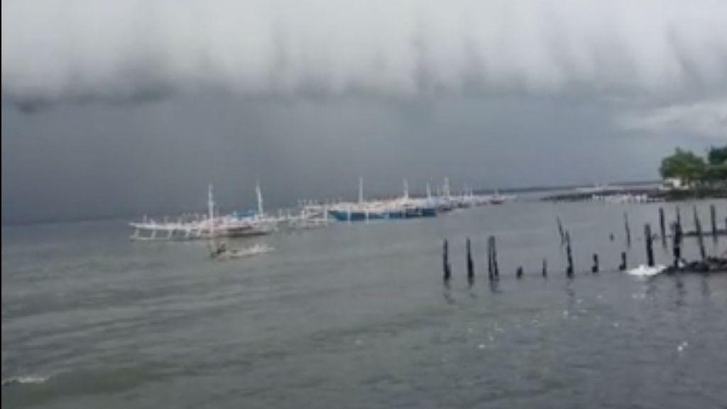 Viral Awan Berbentuk Tsunami di Laut Polewali, Ini Analisis BMKG