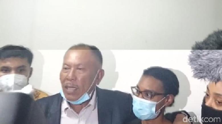 WN Amerika Serikat, Kristen Gray, dideportasi dari Indonesia (Angga Riza/detikcom)