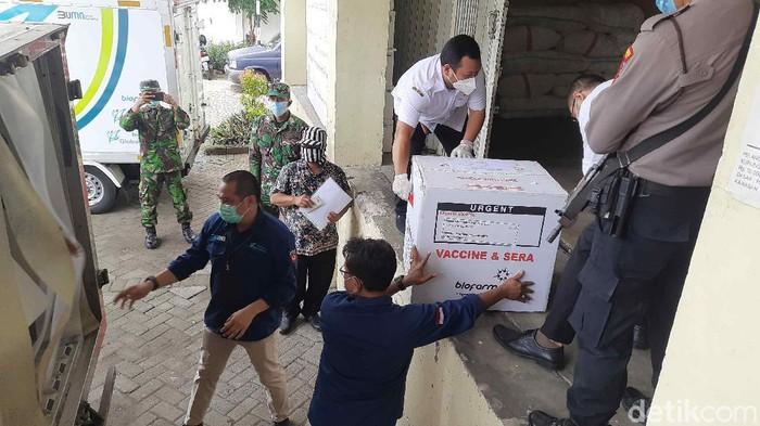 18.420 Vaksin COVID-19 Kembali Dikirim Untuk Nakes di Surabaya