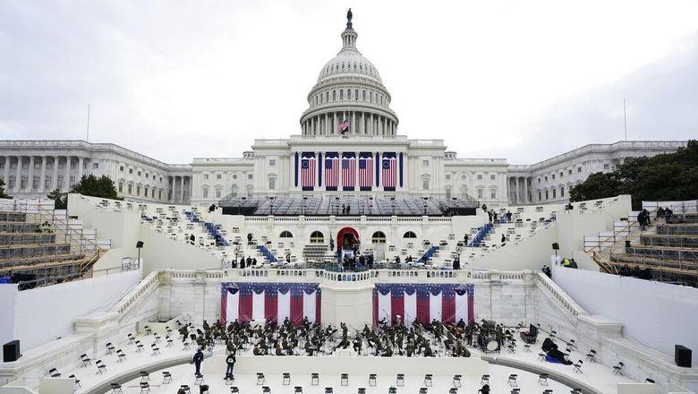 Pelantikan Presiden AS menjadi momen penting yang ditunggu-tunggu warga Amerika hingga dunia. Biasanya dalam situasi normal, pelantikan presiden akan berlangsung meriah dan dihadiri jutaan warga Amerika Serikat yang berkumpul di komplek Gedung Capitol, Washington DC.