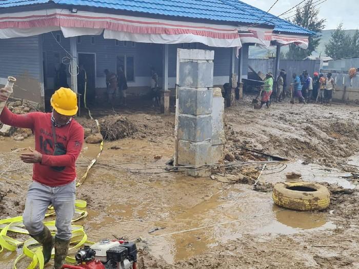 Banjir bandang terjadi di Kampung Uwibutu , Distrik Pantim, Kabupaten Paniai (dok istimewa)