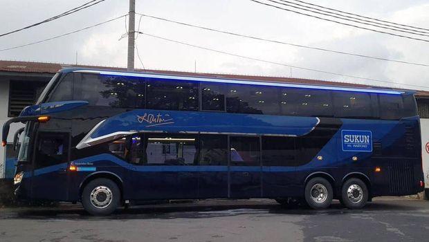 Bus tingkat pabrik rokok Sukun buatan karoseri Laksana