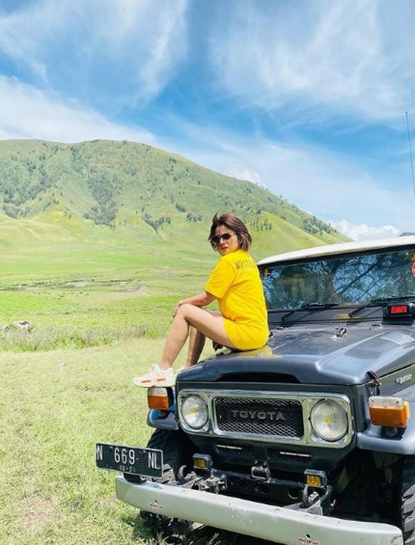 Dia pun memuji keindahan Bukit Teletubies di Bromo.