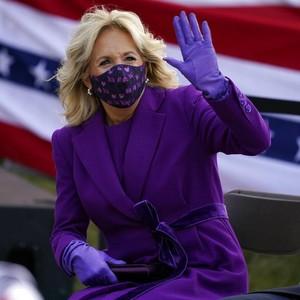 Jelang Pelantikan Joe Biden, Jill Biden Memesona dengan Baju Serba Ungu