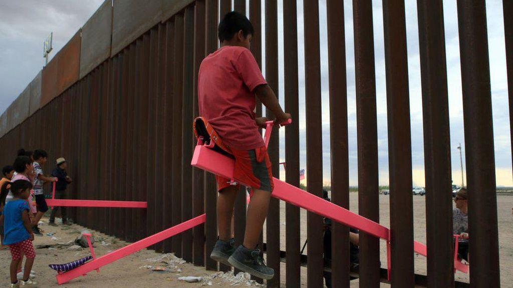 Jungkat-jungkit Pink di Tembok Perbatasan AS-Meksiko Raih Penghargaan