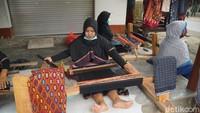 Potret Tenun Desa Sukarara yang Melegenda nan Istimewa